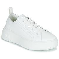 Shoes Women Low top trainers Armani Exchange XCC64-XDX043 White