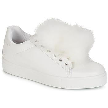 Shoes Women Low top trainers André POMPON White